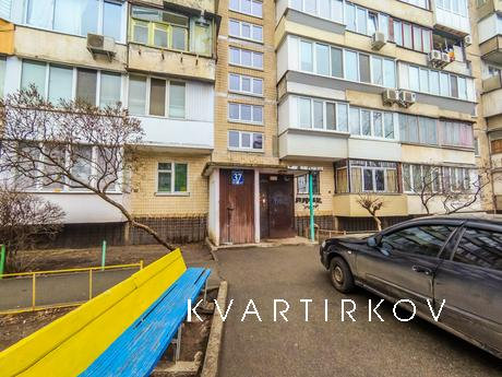 Location: daily rent of apartments on Obolonsky avenue 37, a